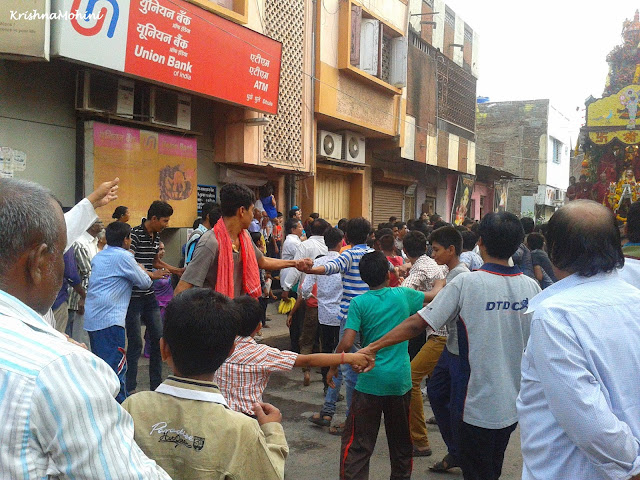 Image: Devotees pulling Balaji Rath