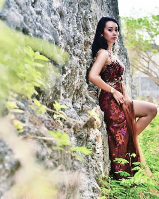 Model cantik dan seksi manis Pakai Dress Tradisional model Batik