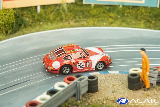 Porsche 911S Kremer Racing passiert die Streckenpostern