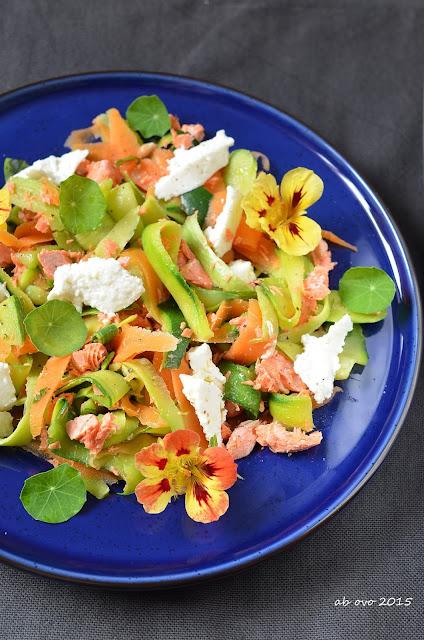 Insalata-di-salmone-zucchini-e-nasturzio