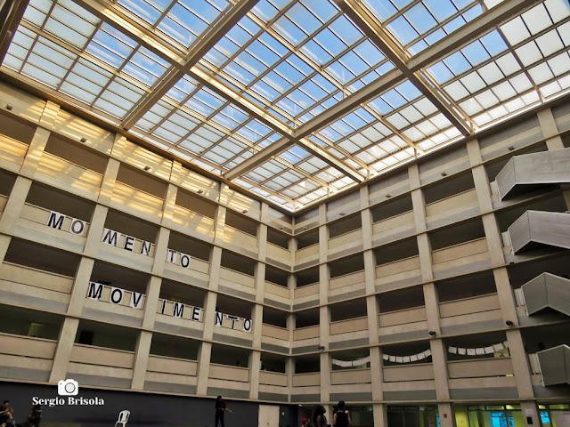 Vista ampla do átrio e claraboia da ETEC de Artes - Santana - São Paulo