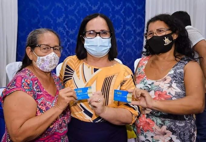 Prefeitura de Chapadinha entrega primeiros cartões aos beneficiários do Programa Auxilio Gás Chapadinha