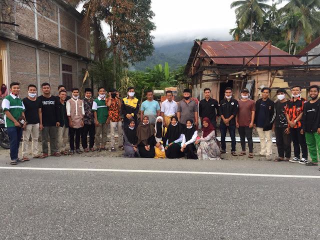 Mahasiswa Abdya Bantu Korban Kebakaran Krueng Pantoe