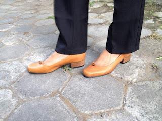 sepatu pump wanita kulit