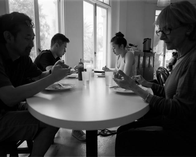 foto colazione in famglia