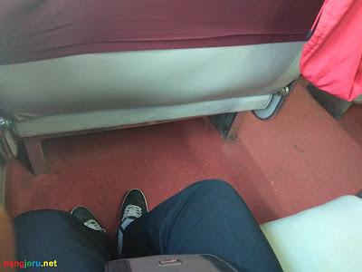 interior kereta api bisnis gumarang