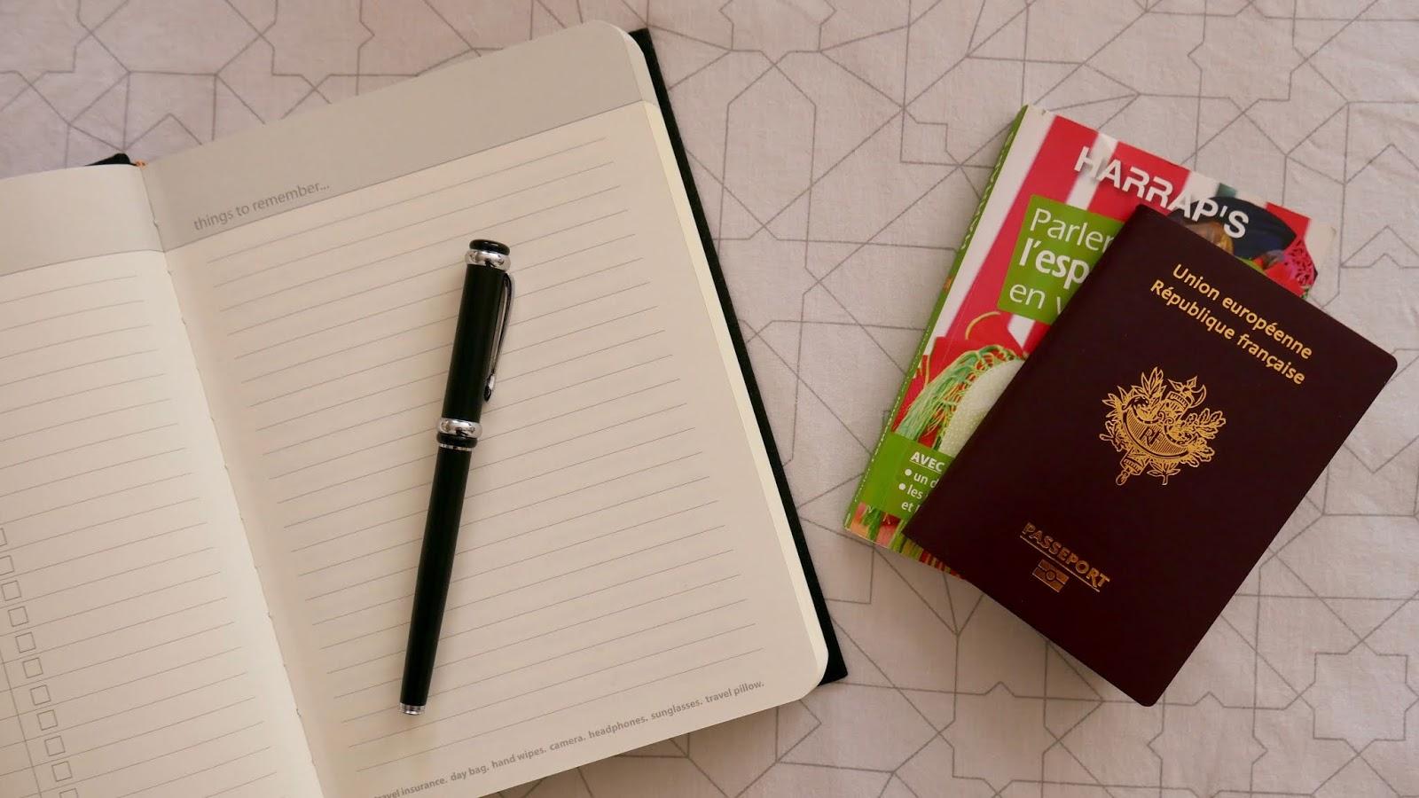 Carnet to do list et passeport préparer départ Erasmus