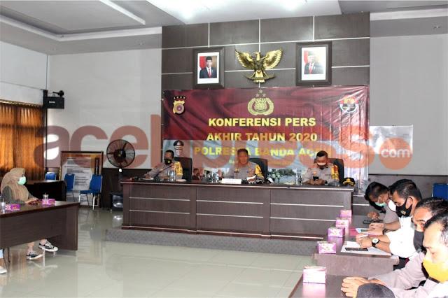Akhir Tahun 2020 Polresta Banda Aceh Gelar Konferensi Pers Dengan Para Awak Media