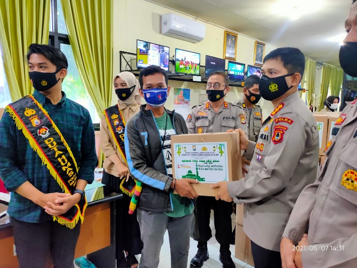 Polda Sulsel, Bagikan Paket Lebaran Pada Wartawan Jelang Idul Fitri 1442-H