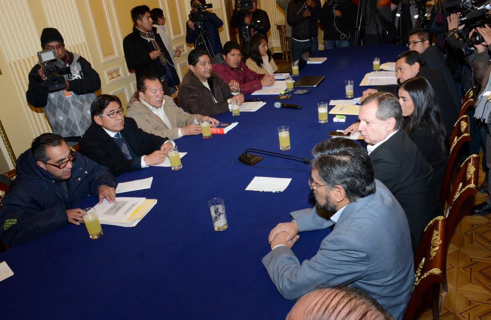 En la mañana se dio el primer encuentro entre UPEA, ministros y presidentes del Legislativo / ABI