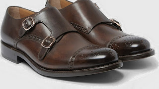 Men's Monk Strap Shoe, MONK STRAP, monk, COMPLETE GUIDE TO MALE DRESS SHOES, Complete Guide To Men's Dress Shoes - Teaching Men's Lifestyle, Types,Male Shoes,Style Tips,Personal Care,Fashion,Well Dressed,Shoe,Differences,Male Fashion Tips,Men's Fashion & Style,How To Use,Fashion Advice,Style,Models,Latest,Men's Shoe,Look,Story,Tips, But there is a wild model that every man needs in the closet: the basic black leather, perfect for wearing with a suit.  DERBY.  Male Derby Shoe.  derby.  At first glance, Derby ...