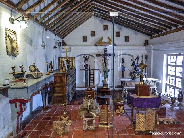 Exposição de peças sacras coloniais na Sacristia do Mosteiro de Ecce Homo, Colômbia