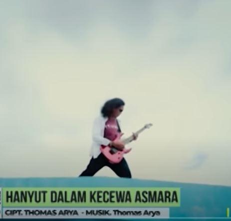 Lirik Lagu Thomas Arya - Hanyut Dalam Kecewa Asmara