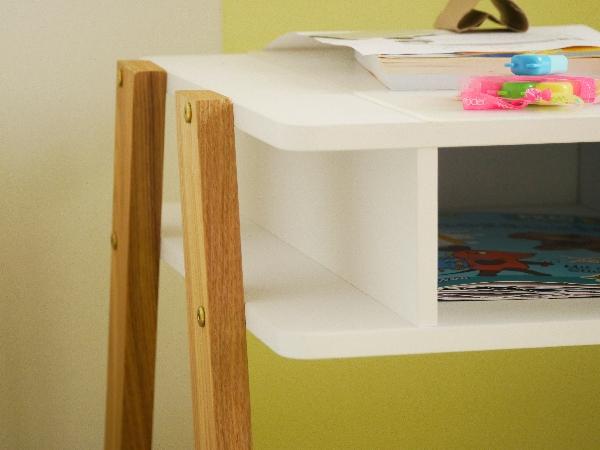 Ein Schreibtisch mit viel Stauraum
