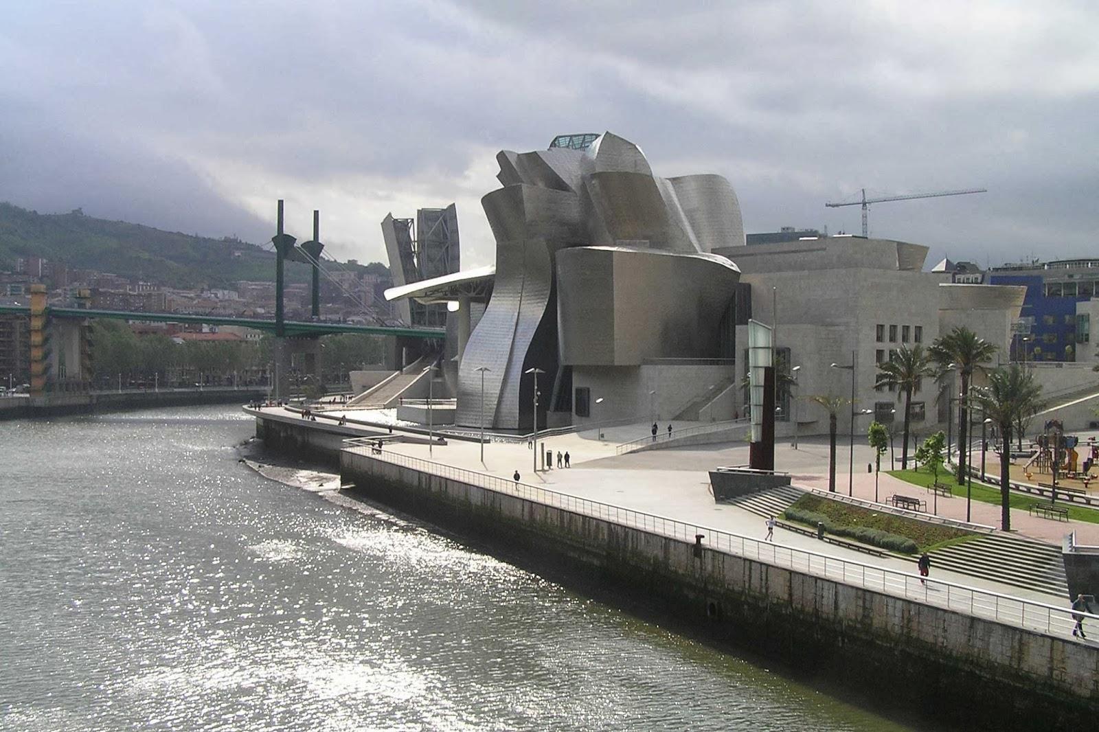 Guggenheim de Bilbao y Puente de La Salve.