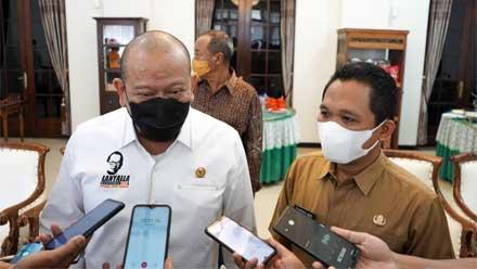 Ketua DPD RI bersama Bupati Lumajang Thoriqul Haq