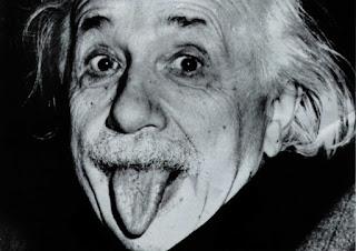 ما السر وراء إخراج آينشتاين للسانه في الصورة الشهيرة له