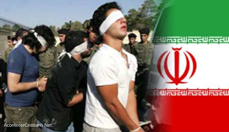 Cristianos iraníes arrestados con los ojos vendados