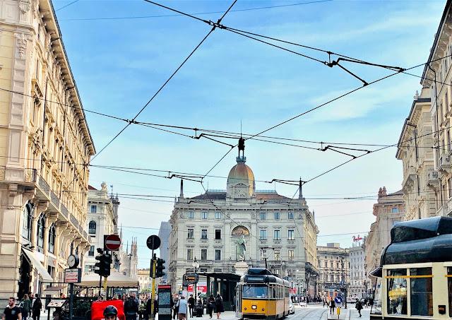 PiazzaCordusio, MilanItaly,   VisitItaly2019, Travelblogger, Italytraveltips