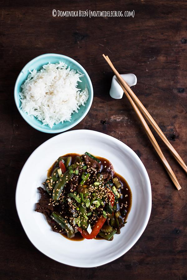 Wołowina stir-fry z warzywami z sosem hoisin