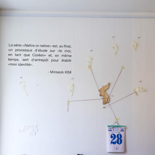 Plus 82 Paris a décoré ses murs de citations coréenne et d'un joli calendrier.