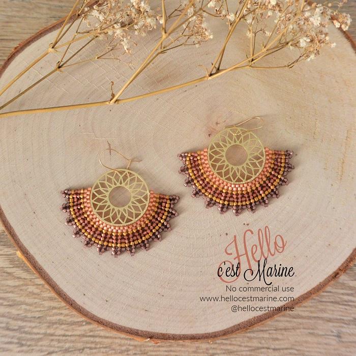 Boucles d'oreilles mandalas dorées et violettes tissées en perles Miyuki delicas par Hello c'est Marine
