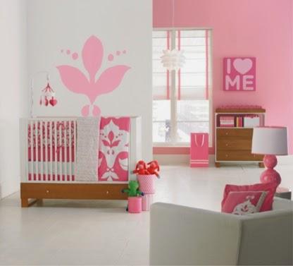 Dormitorio bebé blanco y rosa