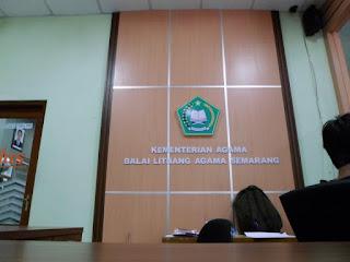 Background Dinding Kantor Pemerintahan + Furniture Semarang