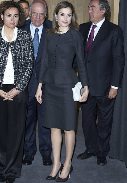 Queen letizia wore Carolina Herrera Cashmere Skirt-Suit, Malababa clutch, BBVA Bank