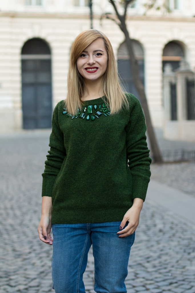 how to wear the emerald green sweater