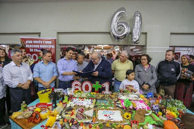 Mercado Municipal faz 61 anos com ares de juventude e happy hour às quartas