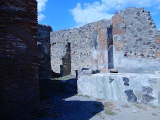 ポンペイ遺跡の食堂跡地