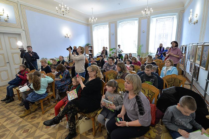 На зустрічах із львівською письменницею цікаво і діткам, і їхнім батькам