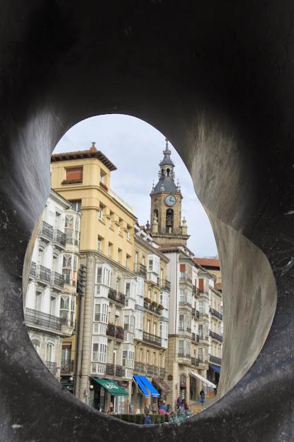 Resultado de imagen de escultura general Loma Vitoria