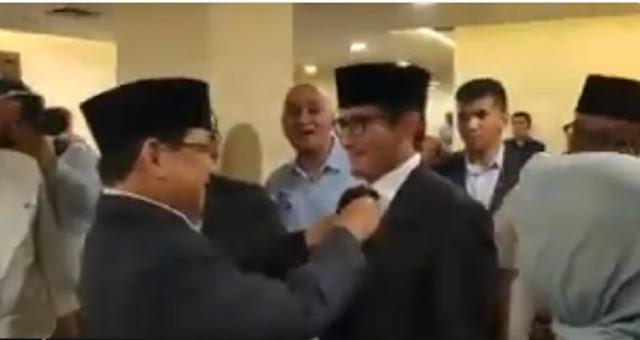Prabowo Merapihkan Dasi Bang Sandi, Warganet: Mashaa Allah, Kompak Banget Ya...