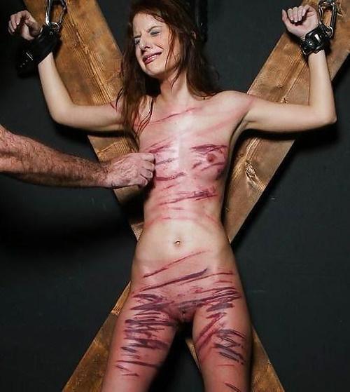 время использования голая женщина в синяках фото заметно