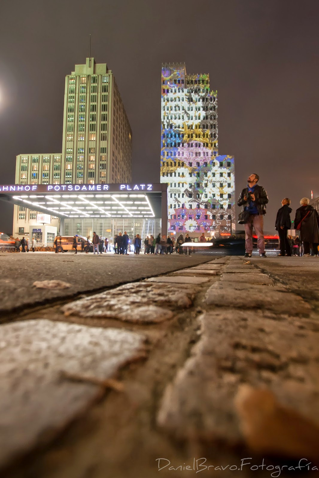 Berlín, muro de Berlín, ladrillos, suelo, huella muro de Berlín, bicicletas, Postdamer Platz, Berlin