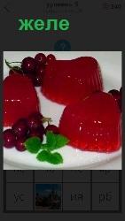 желе на столе красного цвета