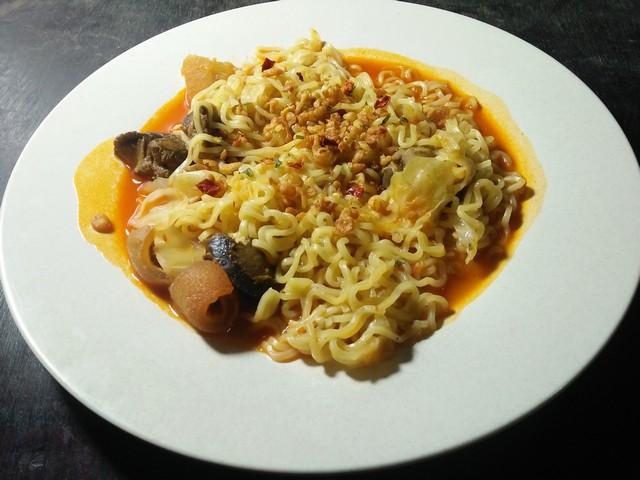 Nikmatnya Indomie ayam geprek;Indomie Ayam Geprek, Yang Hype Khas Indonesia;Mie Goreng Ayam Geprek Indomie;Harga Indomie Goreng Ayam Geprek;