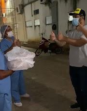 Empresário leva pizza para funcionários do Hospital de Campanha de Pedreiras como forma de agradecer o atendimento dado a sua mãe internada com Covid-19.