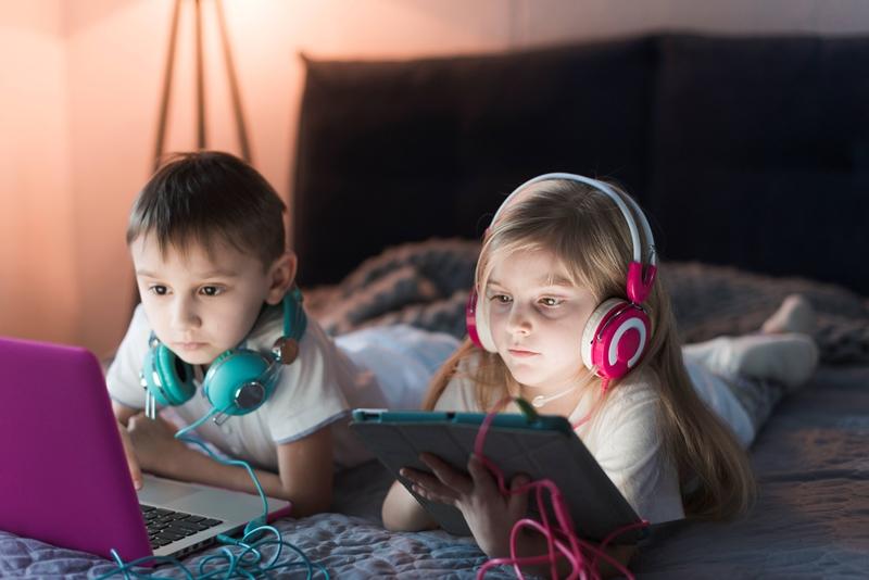 Aşırı dijital cihaz kullanımı çocukların göz sağlığını tehdit ediyor