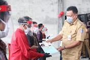 Gubernur Olly Bagikan 1000 Sertifikat Redis ke Warga Tombariri Timur