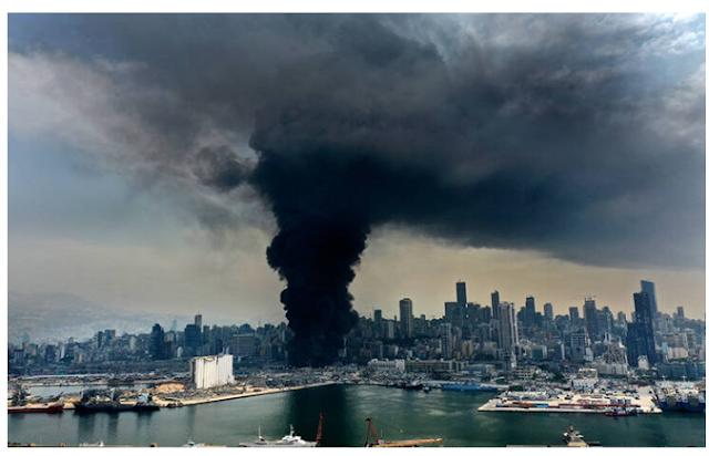 Φωτιά στο λιμάνι της Βηρυτού: Οι αποκαλυπτικές εικόνες που ξύπνησαν «μαύρες» αναμνήσεις