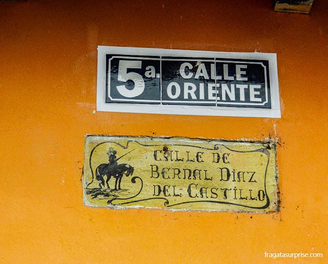 Placas de ruas em Antigua, Guatemala