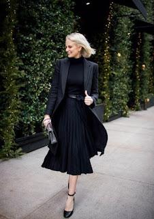 Rok midi plisket yang cocok untuk santai maupun acara formal dan semi formal