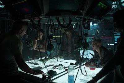 Underwater 2020 Vincent Cassel Kristen Stewart Image 2