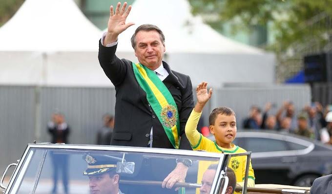 Perfil da Globo xinga criança de 9 anos que desfilou com Bolsonaro; 'Moleque imbecil'