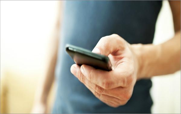 دراسة: استعمال الهاتف الذكي لمدة 5 دقائق بنفس اليد شديد الخطورة !