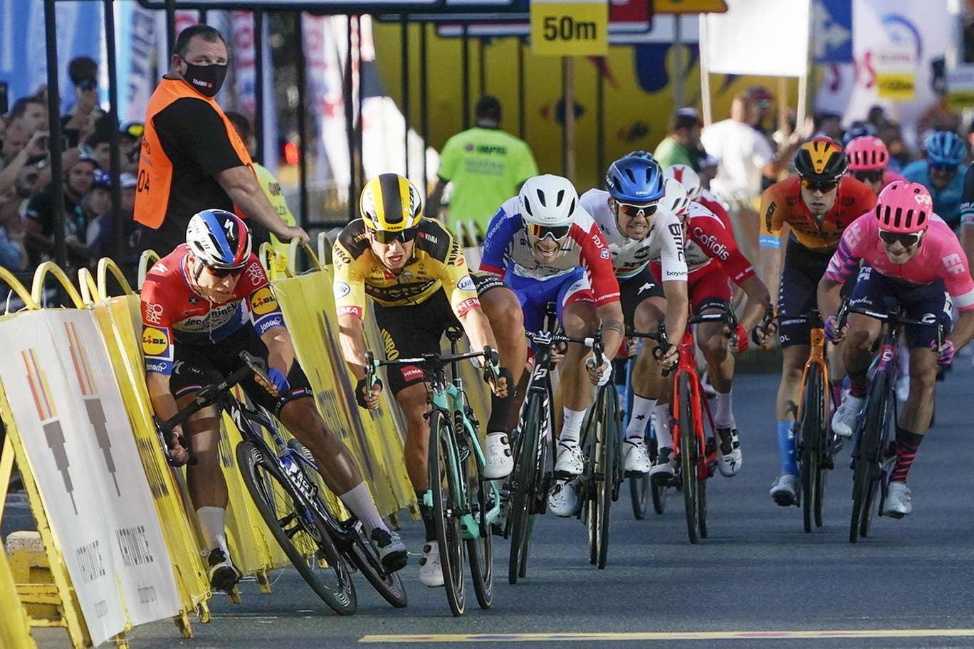 Equipe de Fabio Jakobsen pede prisão de ciclista que empurrou seu atleta no  Tour da Polônia; Jakobsen está em estado grave - Surto Olimpico