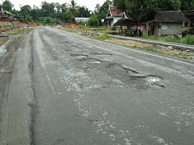 Jelang Arus Mudik, Jl Trans Sulawesi Luwu Utara Rusak Parah